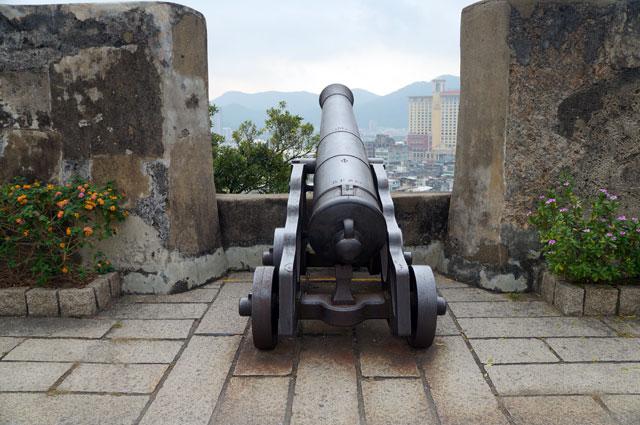 Ratusan tahun Portugis mempertahankan Macau dari Mount Of Fortress ini.