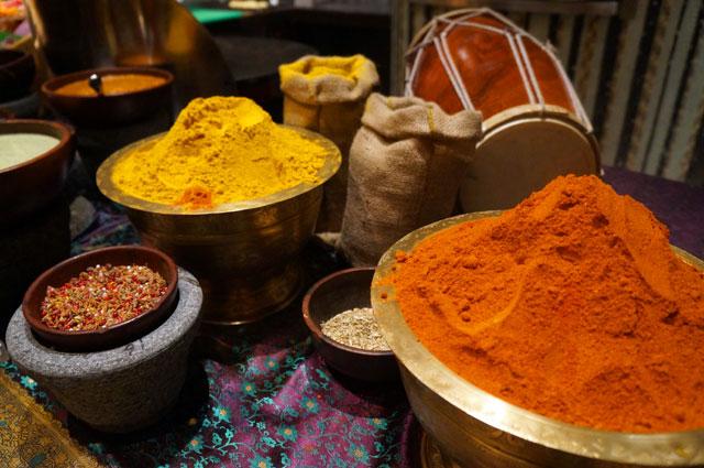 Rempah berwarna warni ini yang membuat masakan india penuh cita rasa.