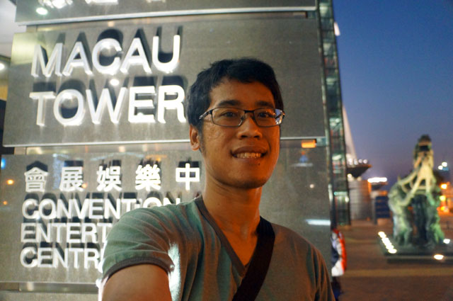 Selfie dulu sebelum naik ke Lantai 62 Macau Tower untuk makan malam.