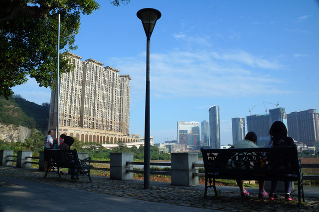 Suasana yang tenang dengan pemandangan gedung bertingkat di dekat Taipa House Museum