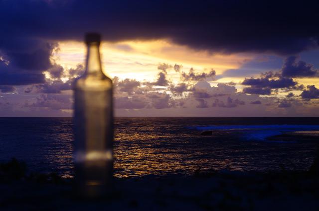 Tapi... ada juga yang menikmati sore hari dengan kesendirian.