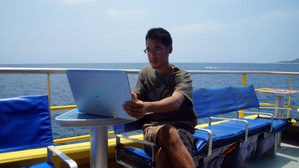 Teruslah menulis di blog, kapanpun di manapun! :)