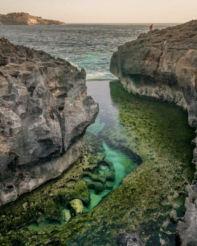 Kalau Ingin Berenang Di Angel's Billabong Nusa Penida, Datanglah Ketika Ombak Sedang Tenang