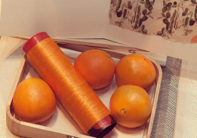 A seda vegana feita de bagaço de laranja é usada na Itália em artigos de luxo