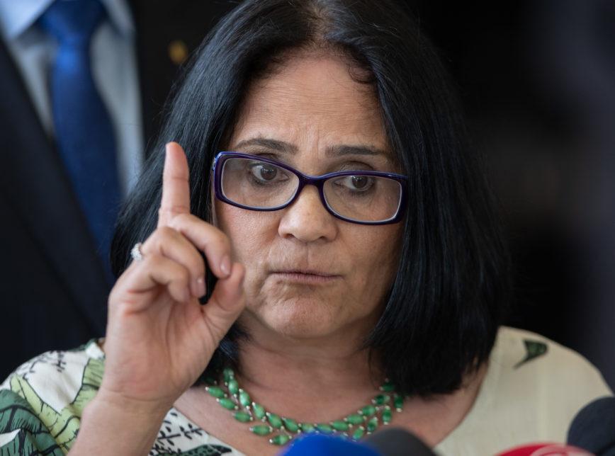 Ministra Damares Bruxaria