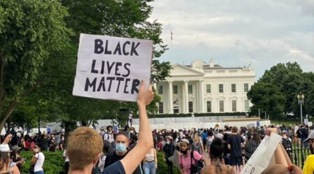 Manifestantes cercam Casa Branca em protesto pela morte de George ...