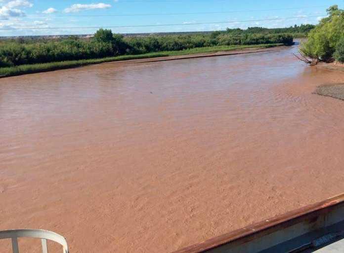 Catriel: Aguas Rionegrinas normaliza paulatinamente el servicio tras días de elevada turbiedad en el río Colorado
