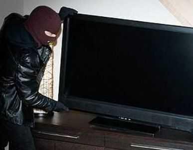 Catriel – policiales: Lo atraparon con el tele robado. Detenido por violencia de género