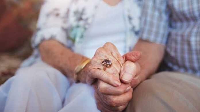 Le robaron los ahorros de su vida a un matrimonio de ancianos y el banco les continuaba debitando
