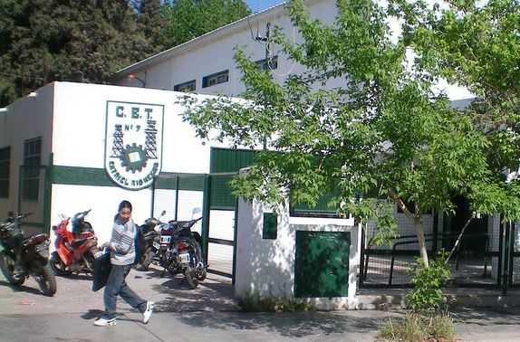 Un curso completo y profesores aislados por coronavirus en una escuela de Catriel