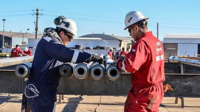Con 30% de aumento, los petroleros cierran la paritaria