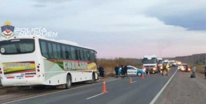 (Video) Triple choque de micros con petroleros en Añelo: hay 19 heridos