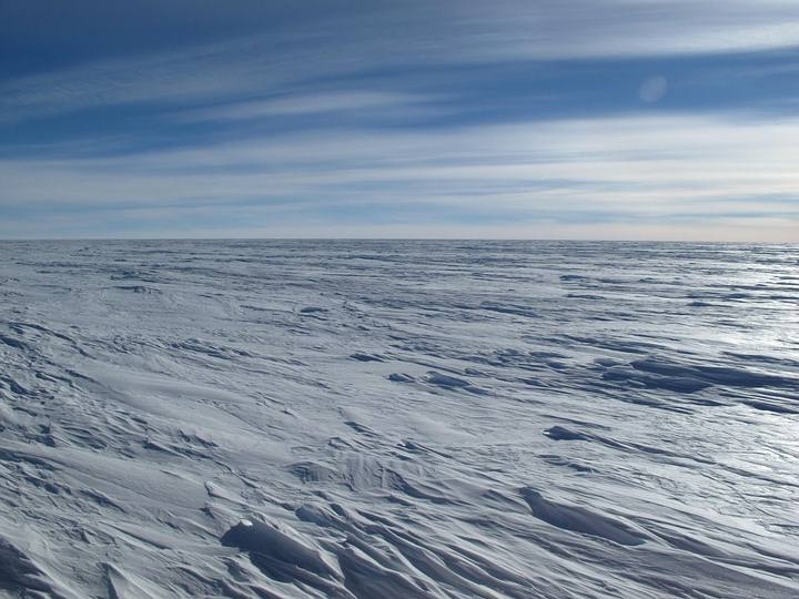 La meseta antártica oriental es un lugar desolado y azotado por el viento del tamaño de Australia y con pocas bases e instrumentos científicos.