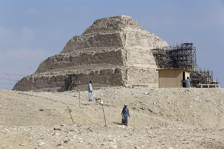 Pirámide de Zoser, en la necrópolis de Saqqara.