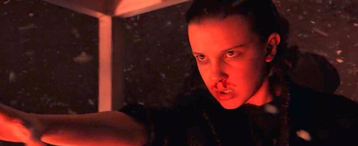 En la serie 'Stranger Things', el personaje de Eleven (Once) desarrolla poderes psíquicos y telequinéticos que le permiten romper las reglas físicas de este mundo.