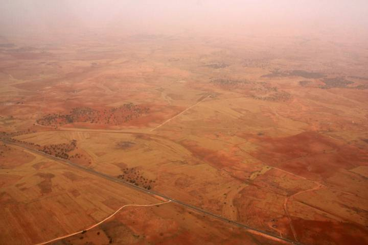 Vista aérea del desierto del Sahara en Libia.