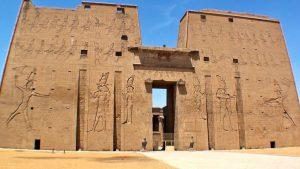Un templo con el diseño de una computadora en el Antiguo Egipto