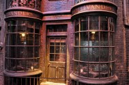 Set detail - Ollivander's in Diagon alley (day time)