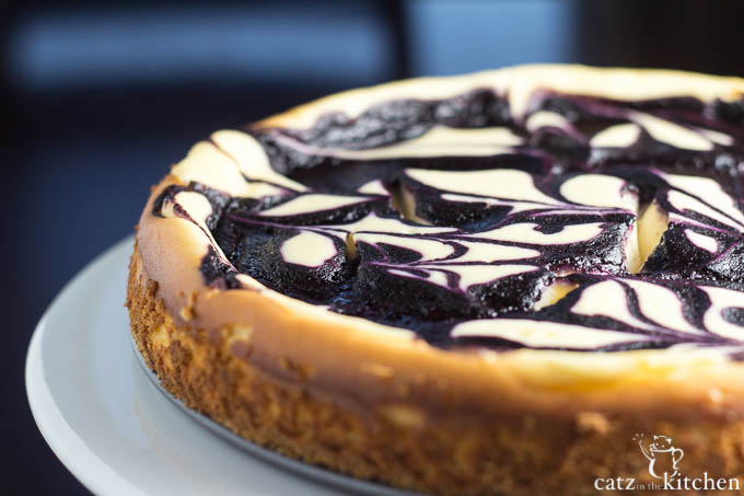 Blueberry Swirl Cheesecake | Catz in the Kitchen | catzinthekitchen.com #cheesecake