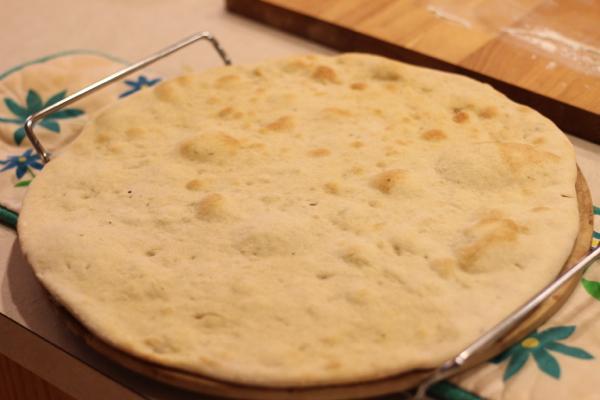 par baking pizza dough