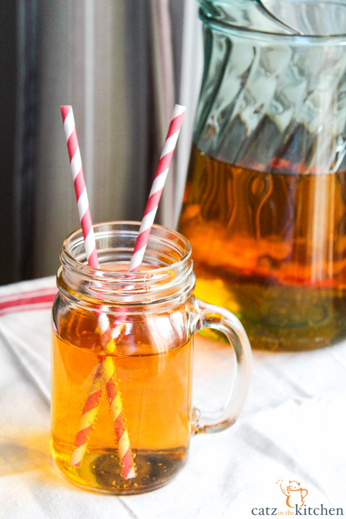 Homemade Sparkling Apple Cider | Catz in the Kitchen | catzinthekitchen.com #cider