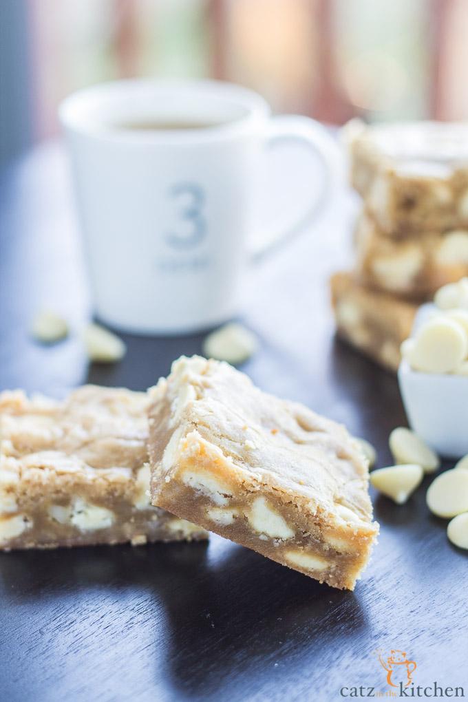 White Chocolate Macadamia Nut Blondies | Catz in the Kitchen | catzinthekitchen.com #ValentinesDay