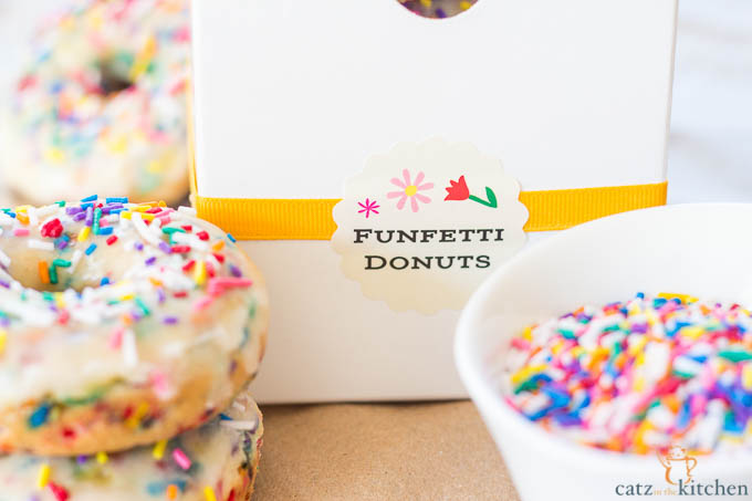 Homemade Funfetti Donuts | Catz in the Kitchen | catzinthekitchen.com #donuts