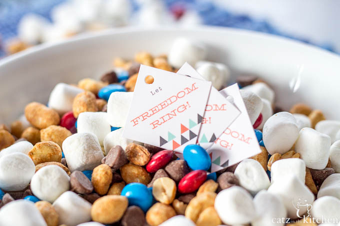 4th of July Trail Mix | Evermine Blog | www.evermine.com #ediblegift #independenceday #recipe