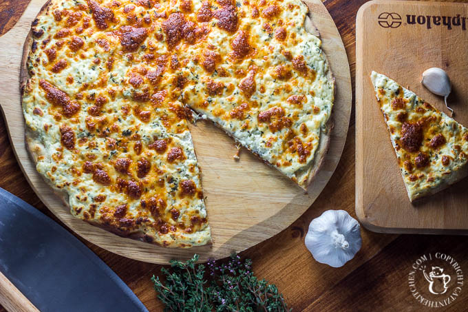 Garlic Three Cheese Pizza | Catz in the Kitchen | catzinthekitchen.com | #recipe #cheese #garlic #pizza