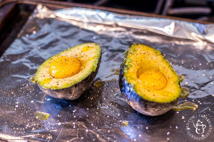 baking eggs in avocados