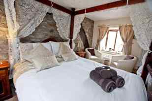 Causeway House four poster