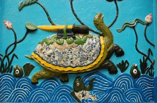 Kim_Qui_and_the_Restored_Sword_(Hoan_Kiem)_in_ceramics