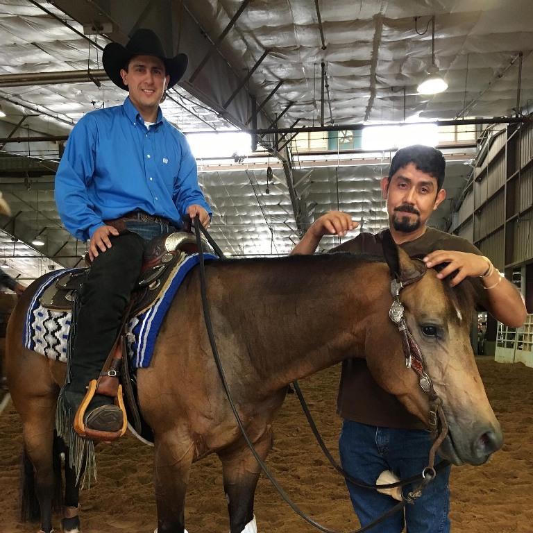Jorge Peña, assistente do Duane há 20 anos, se tornou um grande amigo para Rodrigo nesse período. Jorge ajuda muito no dia a dia e inclusive traduzindo tudo que Duane precisa falar para que Rodrigo possa aplicar com os cavalos