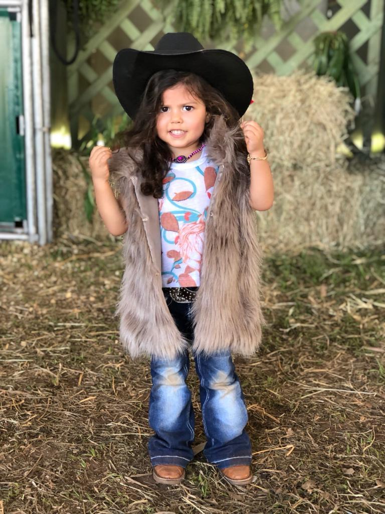 Helena ama participar de provas equestres desde muito cedo