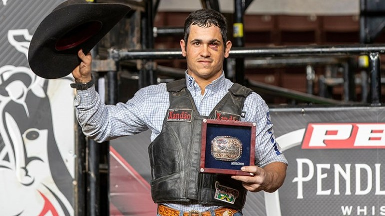 Lucas Divino vence sua primeira etapa na divisão principal da PBR