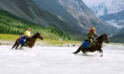 Cavalgada na Sibéria Não fosse essa pandemia no final deste mês eu ia fazer uma cavalgada na Sibéria, Rússia. Tive que adiar a viagem para 2021, mas resolvi escrever agora e mostrar um pouco desse interessante destino.