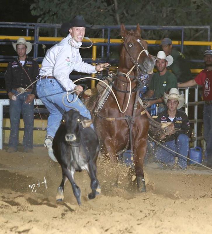 Lelo, como é conhecido no cavalo e do Laço Individual, tem contato com o meio desde que nasceu. Ama sua profissão e se vê realizado!
