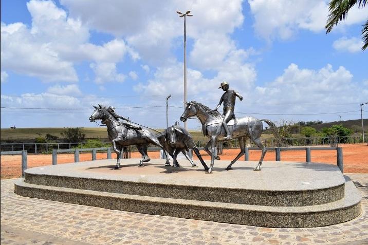 Com ateliê na região de campinas, Zê Vasconcellos traduz em cavalos de aço e metal sua paixão pela arte e pelo campo; obras símbolos rurais