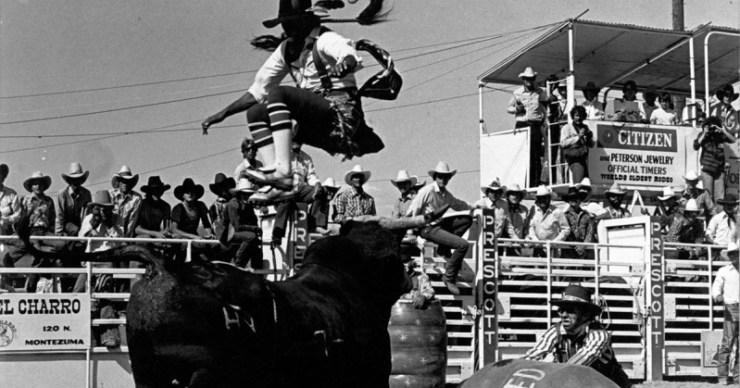 Algumas fontes mostram vaqueiros marcando bezerros em 1888. Muitos eventos de rodeio foram baseados nas tarefas exigidas pela pecuária