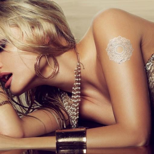 Tatuaggio_Gioiello_Temporaneo_Argento_Libero_17C-001-35SILVER-indossato