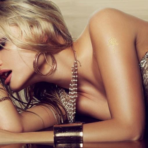 Tatuaggio_Gioiello_Temporaneo_Oro_24Kt_Libero_17C-001-41GOLD-indossato