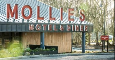 Mollies Motel & DIner