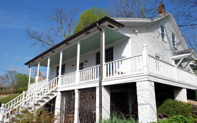 Independence Cottage – Historic Honeymoon Suite in Downtown Dahlonega