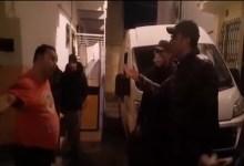 Photo of بالفيديو: رجل سلطة مغربي يضرب مثالا في الشهامة والمروءة بإعادة إسكان جزائريين طردهما صاحب منزل يكتريانه