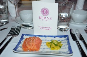 Seared sugarsalted salmon with citrussalad