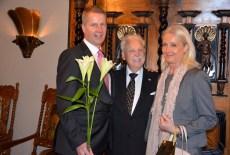 Jubilaren tillsammans med son och dotter, Ove och Catharina Malmengård.