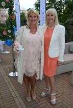 Birgitta Stubbing med väninna