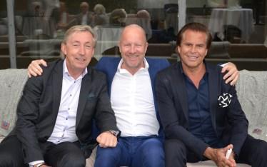 Christos Neo med vänner