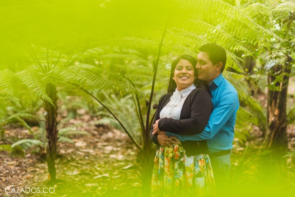 Fotos pre boda - Jardín botánico Bogotá - Pre wedding   CAZADOS Photography