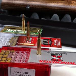 Las tres cargas probadas: Hornady V-Max de 17 grains, Remington AccuTip-V de 17 grains y Winchester XTP JHP de 20 grains.